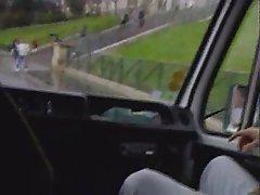 Elodie en voiture dans paris