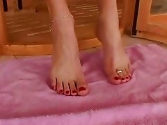 Adriana Malkova showing off her pretty feet