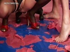 Slut in stockings gets pissed in her part3