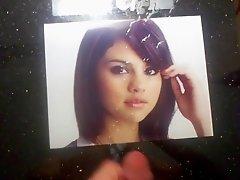 Cum on Selena