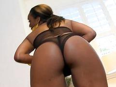 Sexy ebony honey gets astounding pussyhammering