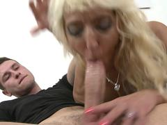Young dude fucks a mature with saggy tits
