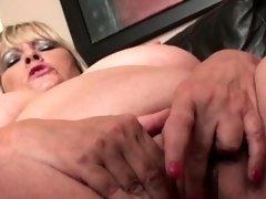Mature plumper sub pussyrubbing for maledom
