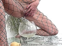 Tall beauty in fishnets plays with her hot yellow piss