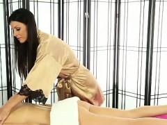 Brunette lesbian masseuse rubs