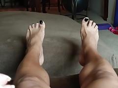 Mature Babe Beautiful Feet show