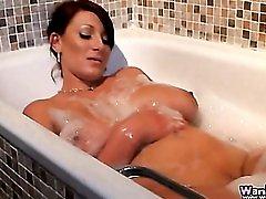 Buxom British girl takes a sexy bubble bath