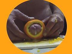 ma premiere branlette avec un fruit