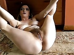 Flexible mommy in pretty panties shows off