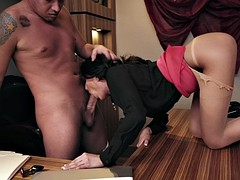 ariana marie is sucking big prick on the desk