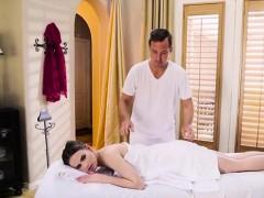 Foxy Client Jillian Janson Receives A Sensual Massage