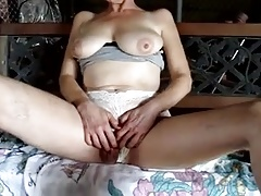 Mature white clit