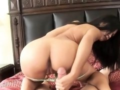 Stacked Latina delivers the perfect handjob