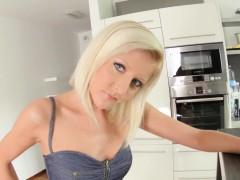 GiveMePink hottie Summer masturbating until orgasm at home