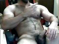 muscle bear lets it all hangout