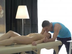Teen Bailey gets pussy licked by masseur and blows
