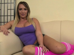 Nikki Jayne enjoys two hard boners