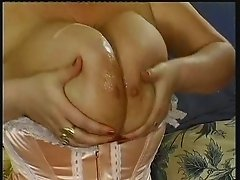 Big Tit-Fuck & Cumshot Natural Boobs