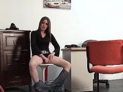 Hot brunette babe gets horny sucking